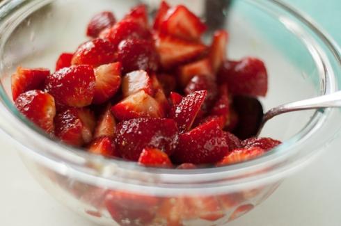 fresh strawberries with balsamic vinegar and honey